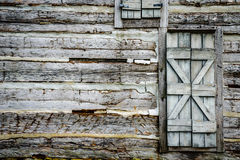 Blokhuismuur met rustieke deur Royalty-vrije Stock Afbeeldingen