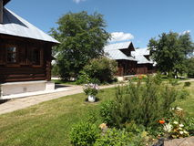 Blokhuizen, Russisch dorp, dorpsstraat Royalty-vrije Stock Foto