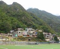 Bloki mieszkaniowi i góry Zdjęcie Royalty Free