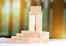Blokken in een trapsgewijze orde worden geschikt die Royalty-vrije Stock Foto