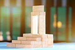Blokken in trapsgewijze orde worden geschikt die Royalty-vrije Stock Foto's