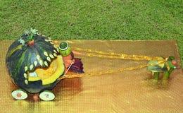 Blokkenwagen door groente, pompoen, wortelen wordt gemaakt - het is een handcraft van India dat royalty-vrije stock foto's