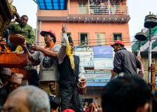 Blokkenwagen van regenrato Machhindranath optocht in Patan, Nepal Royalty-vrije Stock Foto's