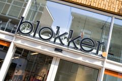 Blokker-Zeichen an der Niederlassung im Stadtzentrum des Goudas, die Niederlande Stockfoto
