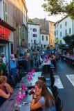 Blokująca główna droga dla evening gościa restauracji restauracja w Callian, Francja Fotografia Stock