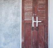 Blokuje drewnianego drzwiowego rygiel Zdjęcie Royalty Free