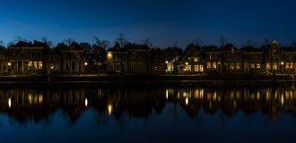 Blokzijl nachts in den Niederlanden Stockfoto