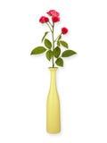 Blom- bakgrund: rosor i en vas som isoleras på vit bakgrund kopiera avstånd Arkivbilder