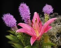 Blom- bukett med liljan Arkivbild