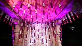 Blom- dekor Mandap för indiskt hinduiskt bröllop arkivfilmer