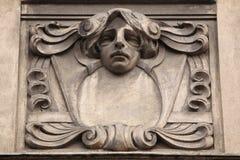 Blom- dekorativ garnering på den Art Nouveau byggnaden Arkivfoto