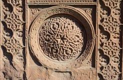 Blom- dekorativa knotworks av armenierkorsstenar - khachkars Arkivbilder