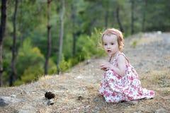 blom- flickalitet barn för förtjusande klänning Royaltyfri Bild