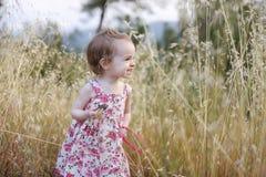 blom- flickalitet barn för förtjusande klänning Royaltyfria Foton