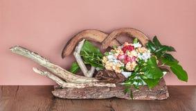 Blom- garnering p? sk?llet fotografering för bildbyråer