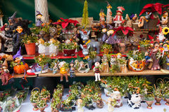 Blom- garneringar och gåvor Julmarknad Royaltyfri Fotografi