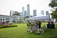 Blom- hedersgåva för tidigare premiärminister av Singapore Lee Kuan Yew Royaltyfri Foto