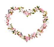 Blom- krans - hjärtaform Rosa färgblommor, bohofjädrar Vattenfärg för valentindag som gifta sig Fotografering för Bildbyråer