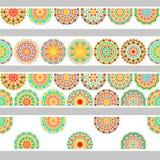 Blom- mandala för färgrika cirklar i gräsplan och apelsin på den vita sömlösa gränsen, vektor Royaltyfri Bild