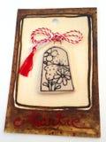 Blom- medaljong med röd och vit rad Arkivbild