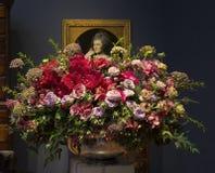 Blom- ordning och målning på buketter till den konstexhibitien 2018 Arkivbild