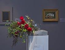 Blom- ordning och målning på buketter till den konstexhibitien 2015 Fotografering för Bildbyråer