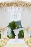 Blom- ordning på en bröllopceremoni Arkivfoto