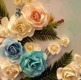Blom- pappers- bakgrund, blommaorigamigarnering, origami blommar Royaltyfria Foton