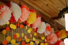 Blom- pappers- girland Fotografering för Bildbyråer