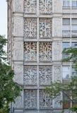 Blom- prydnad på fasad av hyreshus i Moskva fotografering för bildbyråer