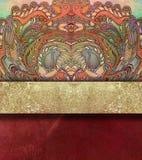 Blom- röd texturerad bakgrund med guld- bespruta Royaltyfria Bilder