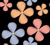 Blom- sömlös modell med de pastell färgade broderade blommorna royaltyfri illustrationer