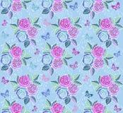 Blom- sömlös prydnad för tappning med fjärilar och rosor på en blå bakgrund Dekorativ prydnadbakgrund för Royaltyfria Foton
