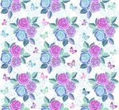 Blom- sömlös prydnad med rosa färger och blåttblommor och fjärilar Dekorativ prydnadbakgrund för tyg, textil Arkivbilder