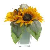 Blom- sammansättning med solrosor och rosor Royaltyfri Fotografi