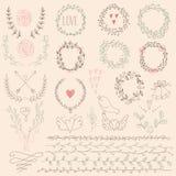 blom- set för designelement Gifta sig uppsättningen med pilar, hjärtor, lager, kransar, band och etiketter Royaltyfri Foto