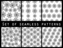Blom- svartvit sömlös modelluppsättning För tapet sänglinne, tegelplattor, tyger, bakgrunder Arkivbild