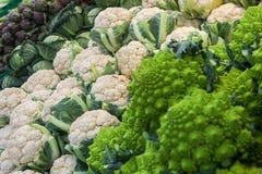 Blomkålgrönsaker Broccoliromanesco och kronärtskockor Royaltyfria Foton