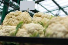 Blomkålställning på den lokala marknaden Royaltyfria Bilder