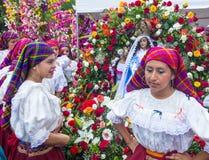 Blomma & gömma i handflatan festivalen i Panchimalco, El Salvador Arkivbilder