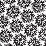 Blomma Mandala Seamless Pattern - svartvita färger Arkivfoton