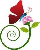 Blomma med fjärilen Arkivbild