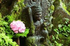 Blomma och Buddha Royaltyfri Foto