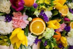 Blomma- och fruktsammansättning arkivfoton