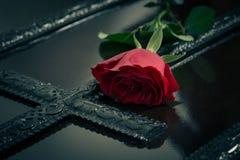 Blomma på en Casket Royaltyfria Foton