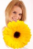 blomma som räcker kvinna dig Fotografering för Bildbyråer