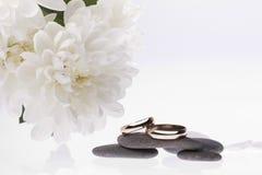 blommacirklar som gifta sig white Fotografering för Bildbyråer