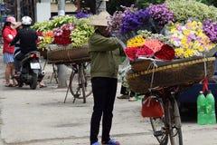 Blommaförsäljare i hanoi Arkivfoton
