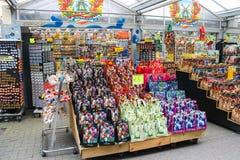 Blommafrö shoppar i mitten av Amsterdam, Nederländerna Fotografering för Bildbyråer