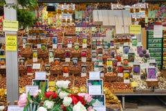 Blommafrö shoppar i mitten av Amsterdam, Nederländerna Arkivfoto
